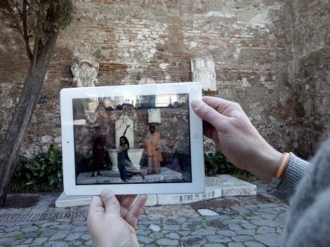 """Escena de Realidad Aumentada en el """"Espectáculo Romano"""" junto a la Alcazaba"""